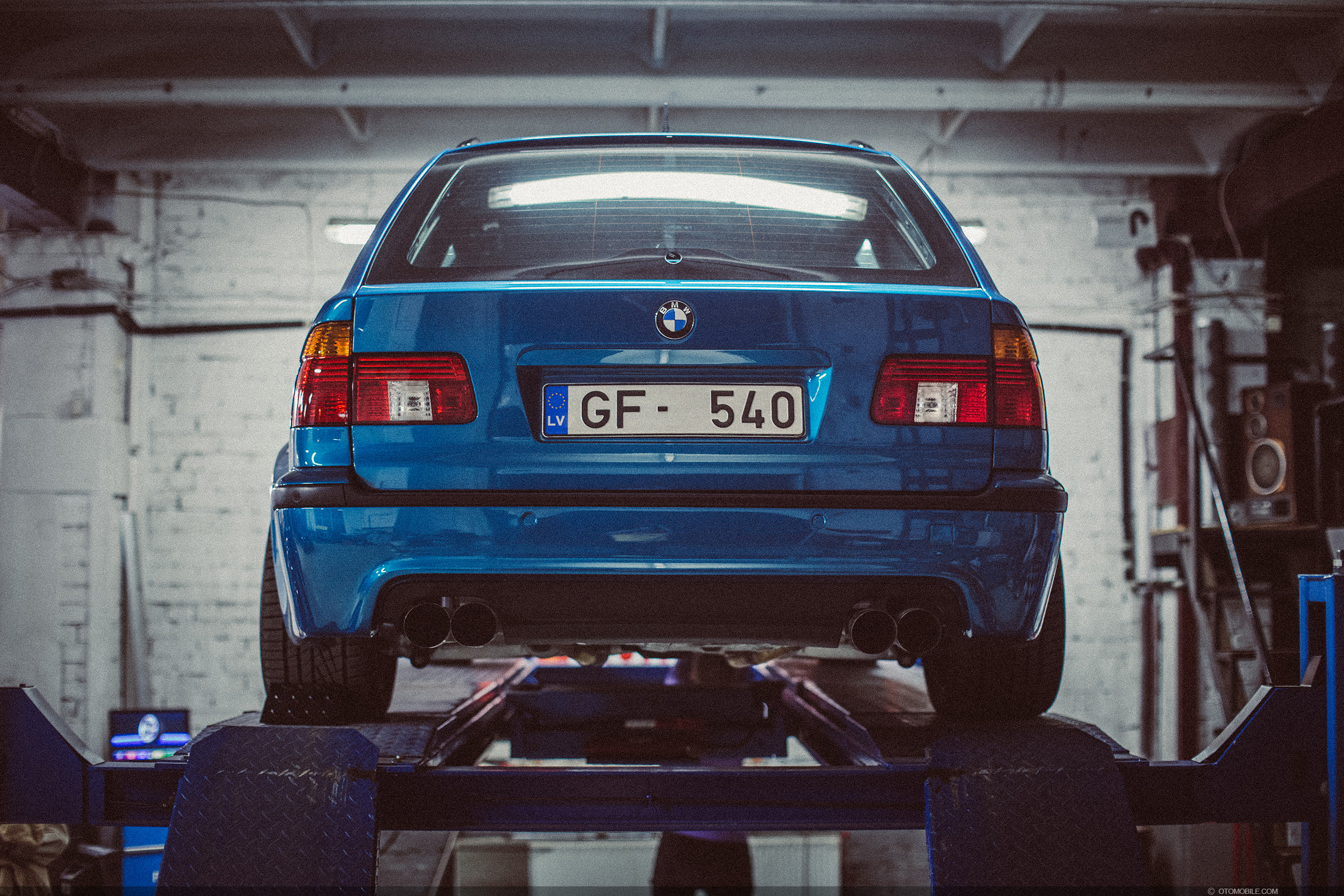 "BMW M5 E39 Touring Wide-Body ESS Supercharged ""BMW Individual Program"" 1 of 7 Atlantis Metallic with 1 of 1 Titanic Blau interior. Wheel alignment at Driftdarbnica, Riga, Latvia"